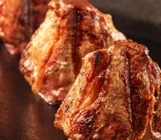 NB Steak lança novo corte: T-Bone de Cordeiro