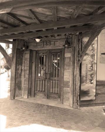 O primeiro restaurante é fundado pelo casal Lemir e Mairi Magnani no tradicional bairro Floresta. A casa foi a primeira churrascaria a ganhar espaço dentro de uma grande cidade, e o melhor, no centro dela.